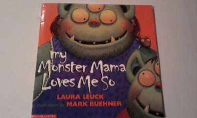 9780439230827: My monster mama loves me so