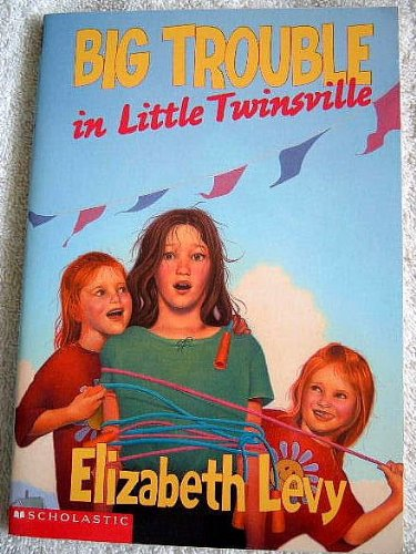 9780439405928: Big Trouble in Little Twinsville