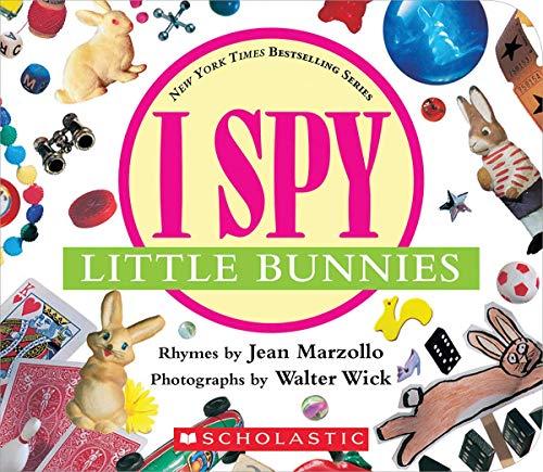 9780439785358: I Spy Little Bunnies [With Foil]