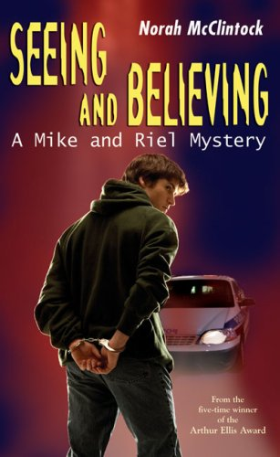 9780439946087: Seeing and Believing: A Mike and Riel Mystery