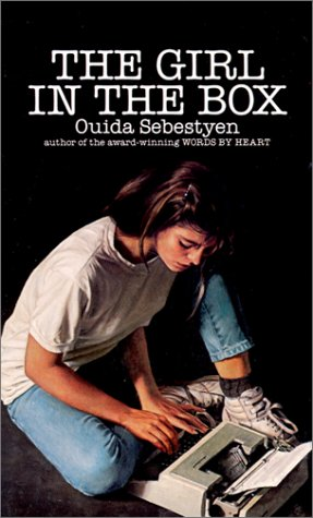 9780440228738: The Girl in the Box