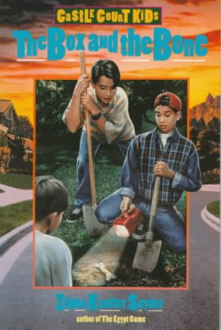The Box and the Bone (The Castle Court Kids): Snyder, Zilpha Keatley