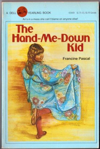 9780440434498: The Hand Me Down Kid