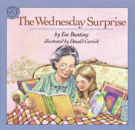 9780440842040: The Wednesday Surprise by Bunting, Eve (1989) Paperback