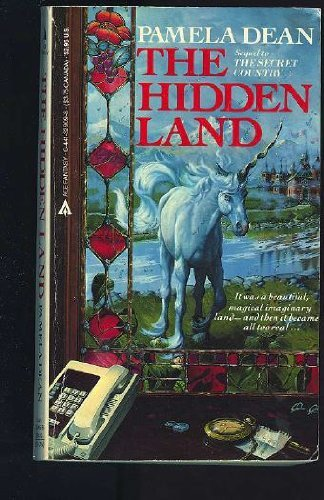 9780441329090: The Hidden Land (The Secret Country Trilogy, Vol. 2)