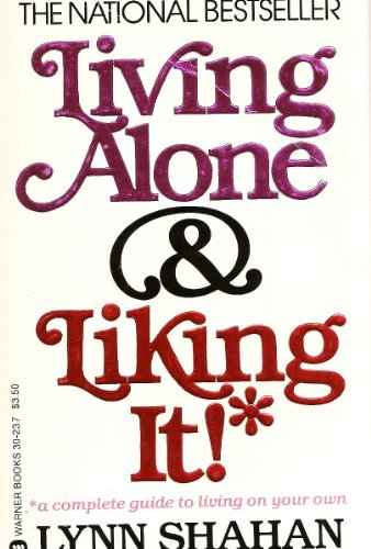 9780446302371: Living Alone and Liking It