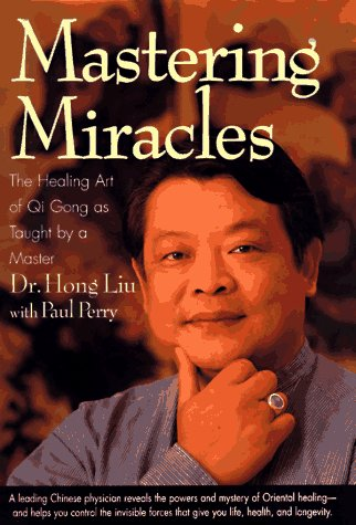 9780446520300: Mastering Miracles: Healing Art of Qi Gong as Taught by a Master