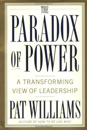 9780446529389: The Paradox of Power: A Transforming View of Leadership