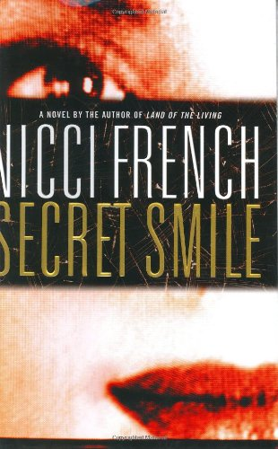 9780446533478: Secret Smile (French, Nicci)
