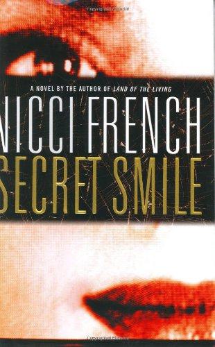 9780446533478: Secret Smile (French, Nicci)