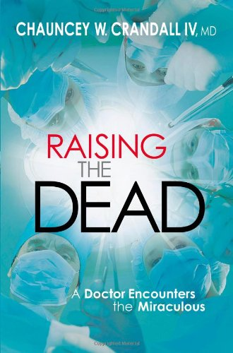 9780446557207: Raising the Dead: A Doctor Encounters the Miraculous