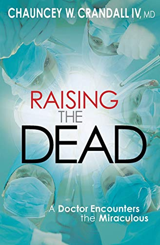 9780446557214: Raising the Dead: A Doctor Encounters the Miraculous