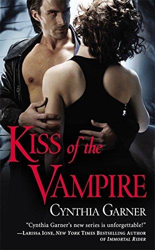 9780446585118: Kiss of the Vampire (Warriors of the Rift)