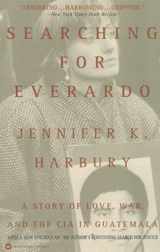 9780446673624: Searching for Everardo: A Story of Love, War, and the CIA in Guatemala