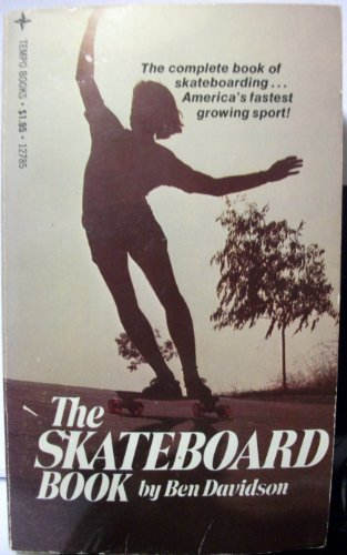 9780448125916: The skateboard book