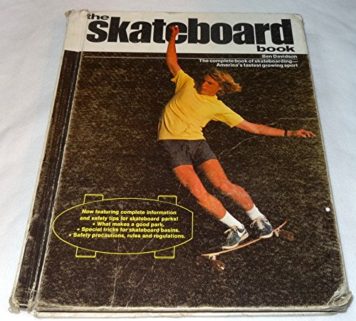 9780448133836: The skateboard book