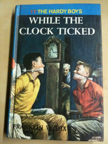 9780448189116: While the Clock Ticked (Hardy Boys Mystery Stories)
