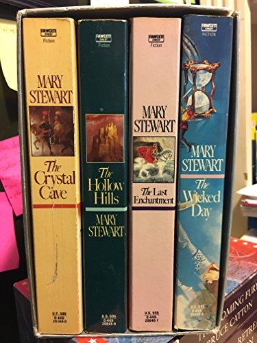 Mary Stewart's Magnificent Arthurian Saga / Boxed Set: Stewart, Mary