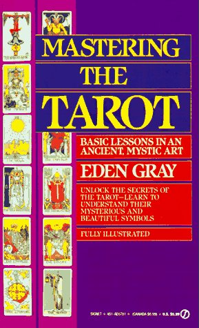 9780451167811: Mastering the Tarot