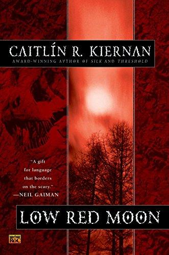 9780451459480: Low Red Moon (A Chance Matthews Novel)