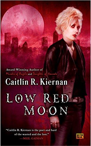 9780451461643: Low Red Moon (A Chance Matthews Novel)