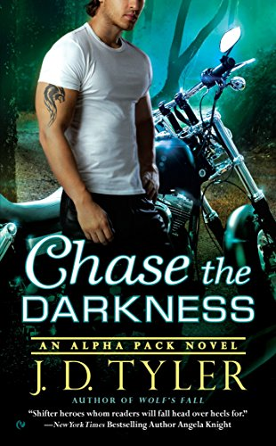 9780451466921: Chase the Darkness: An Alpha Pack Novel