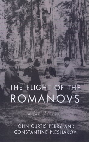 9780465024629: The Flight Of The Romanovs: A Family Saga