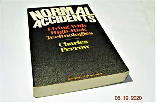 9780465051427: Normal Accidents: Living With High-risk Technologies