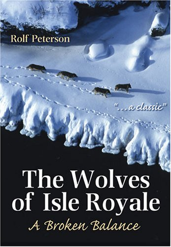 9780472032617: The Wolves of Isle Royale: A Broken Balance