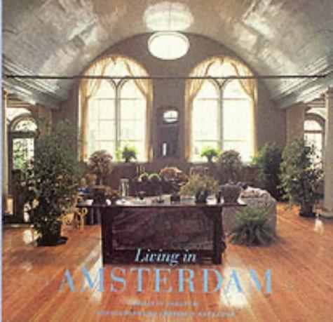 9780500015575: Living in Amsterdam