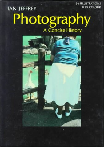 9780500181874: Photography: A Concise History