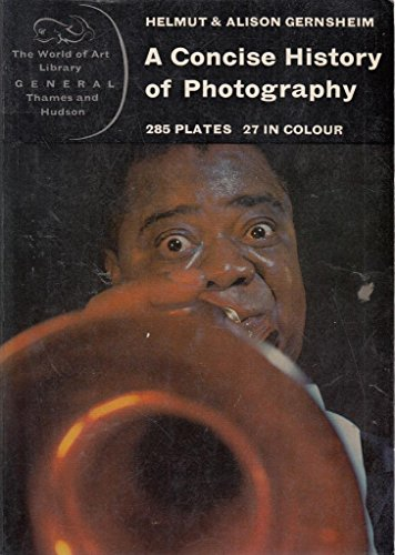 9780500200346: A Concise History of Photography