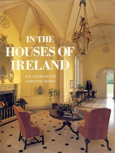 9780500235294: In the Houses of Ireland