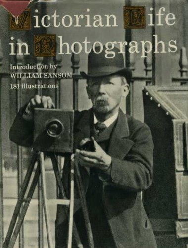9780500250426: Victorian Life in Photographs