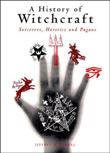 9780500272428: A History of Witchcraft: Sorcerers, Heretics and Pagans