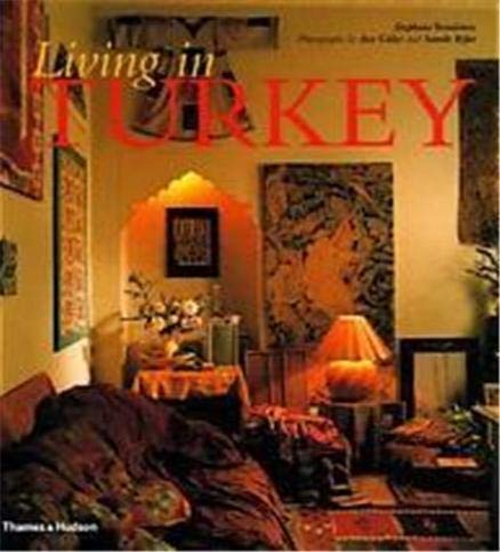 9780500282700: Living in Turkey