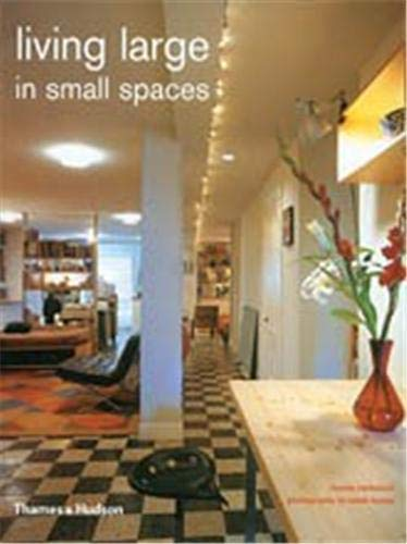 9780500284186: Living Large in Small Spaces