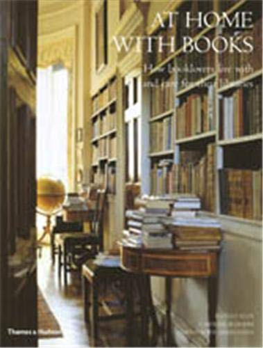 9780500286111: At Home with Books: How Booklovers Live with and Care for Their Libraries