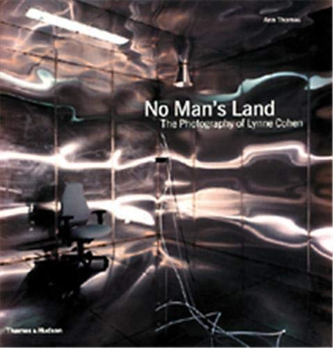 9780500542408: No Man's Land: The Photography of Lynne Cohen