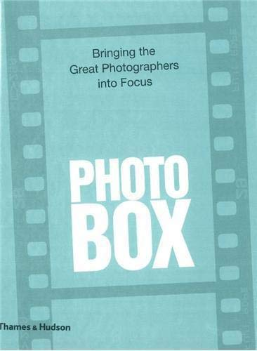 9780500543849: PhotoBox: Bringing the Great Photographers into Focus