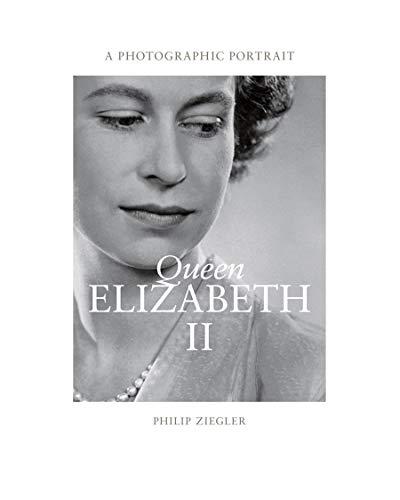 9780500543887: Queen Elizabeth II a Photographic Portrait /Anglais