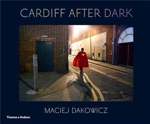 9780500544198: Maciej Dakowicz Cardiff After Dark /Anglais
