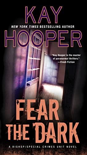 9780515156034: Fear the Dark: A Bishop/Special Crimes Unit Novel