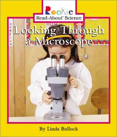 9780516228723: Looking Through a Microscope (Rookie Read-About Science)