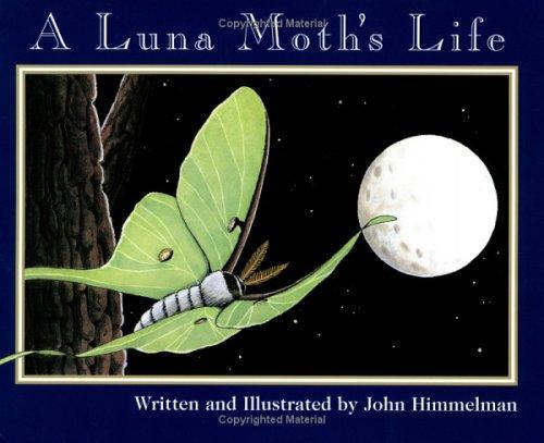 9780516263540: A Luna Moth's Life (Nature Upclose)