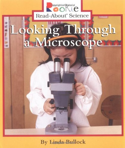 9780516279121: Looking Through a Microscope