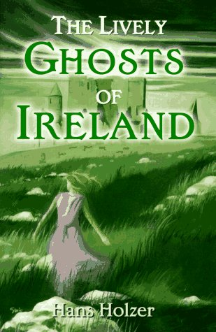 9780517168080: The Lively Ghosts of Ireland