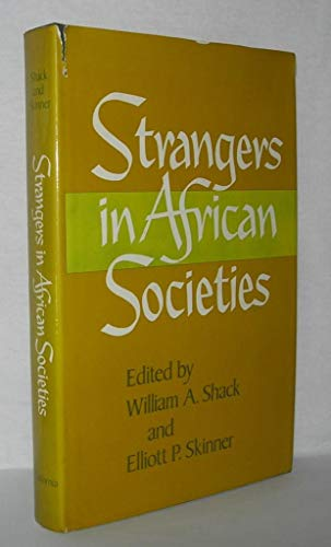 9780520034587: Strangers in African Society (Campus ; 220)