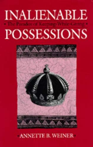9780520076044: Inalienable Possessions: The Paradox of Keeping-While Giving