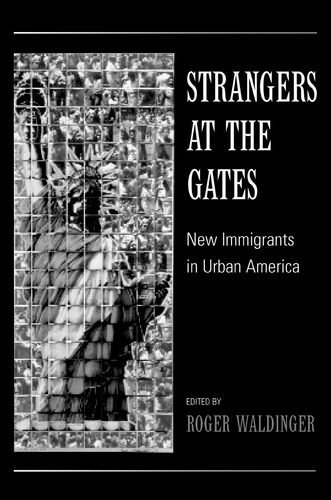 9780520230927: Strangers at the Gates: New Immigrants in Urban America